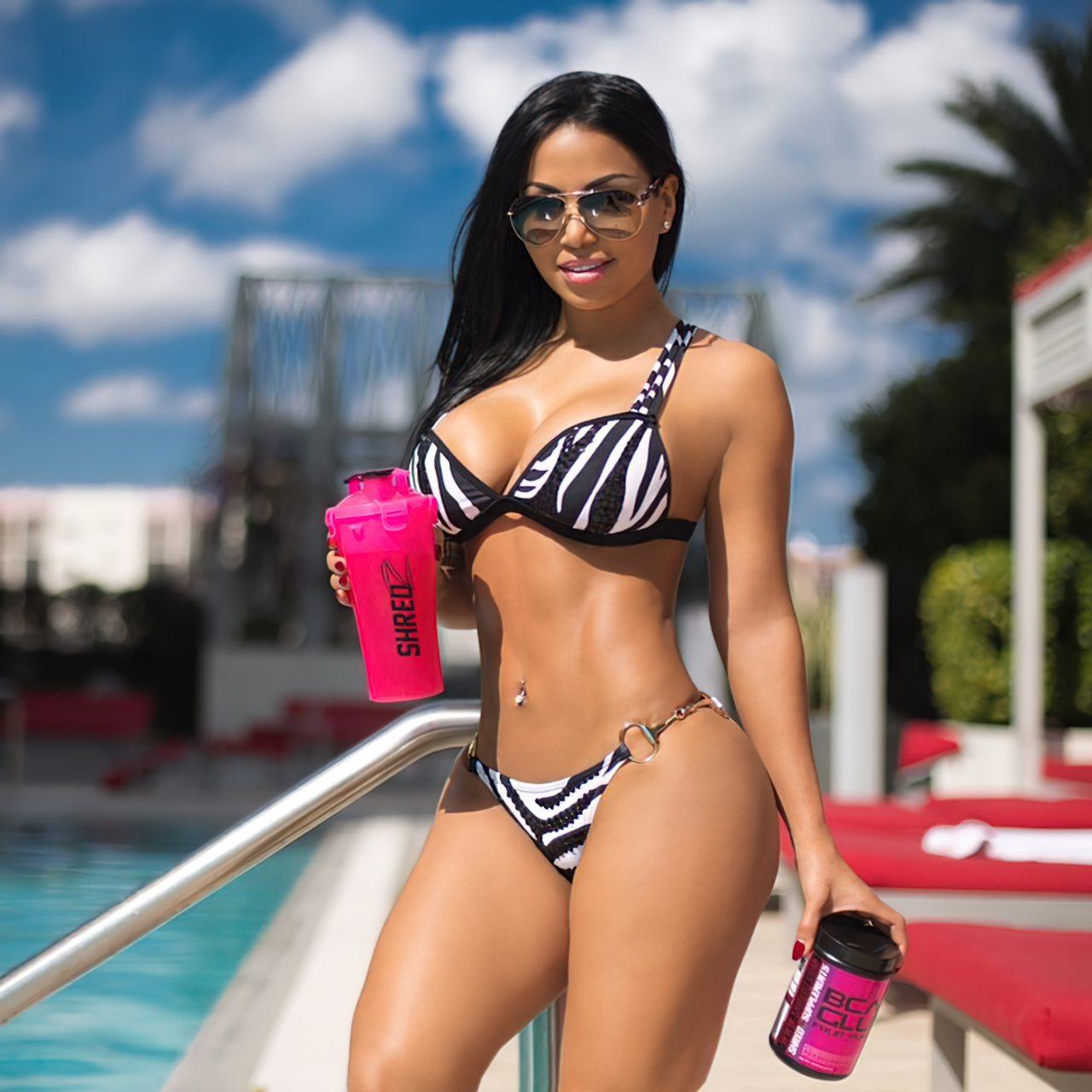 Dolly Castro (38)