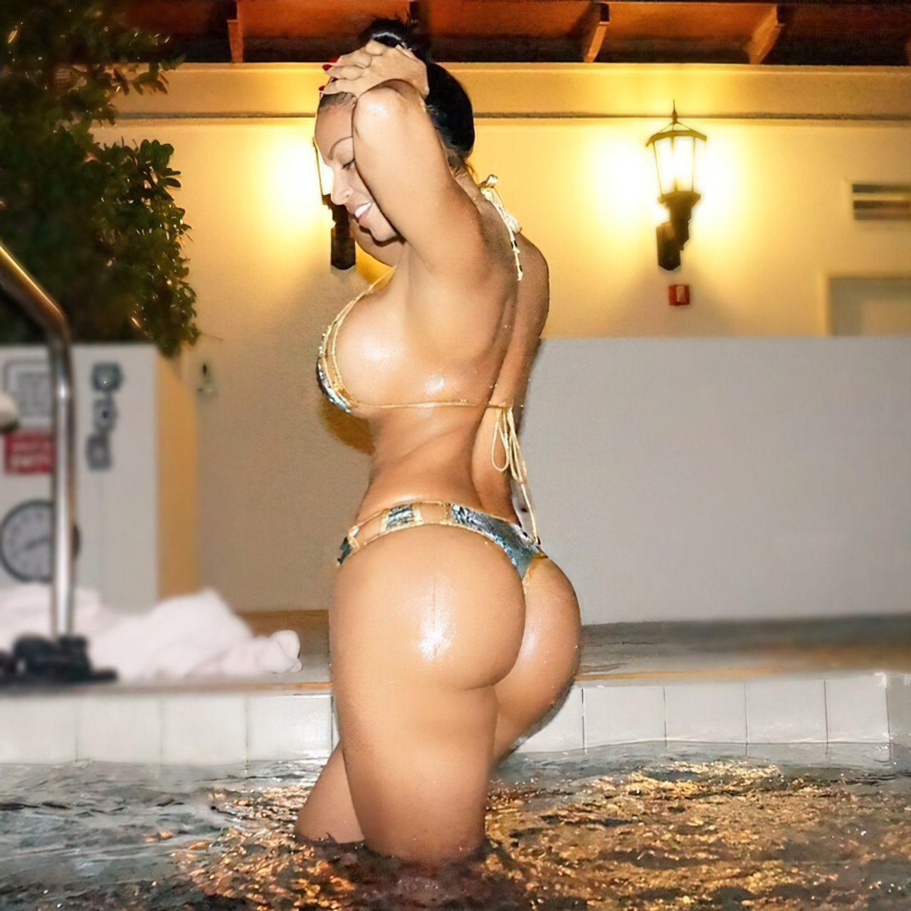 Dolly Castro (40)