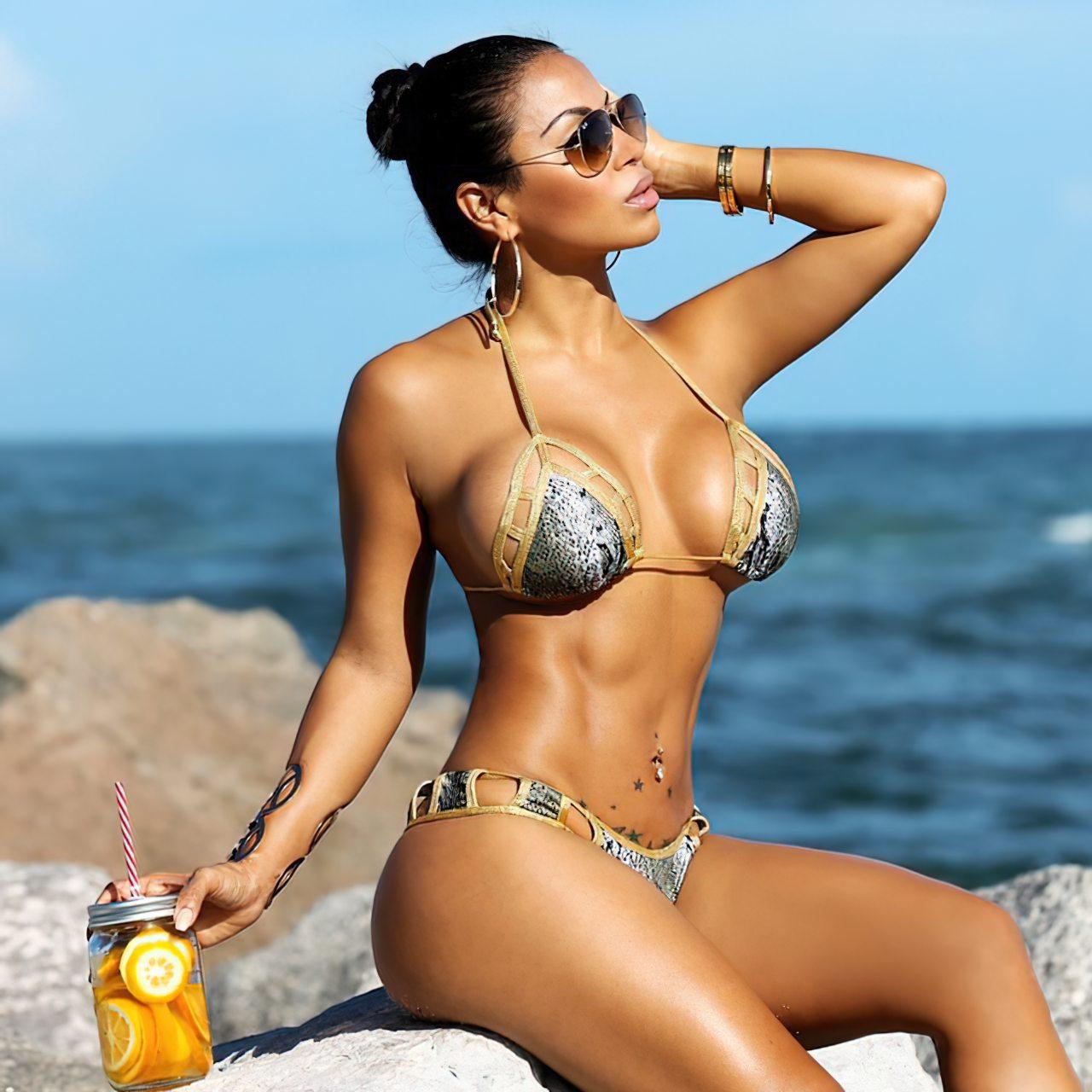 Dolly Castro (62)