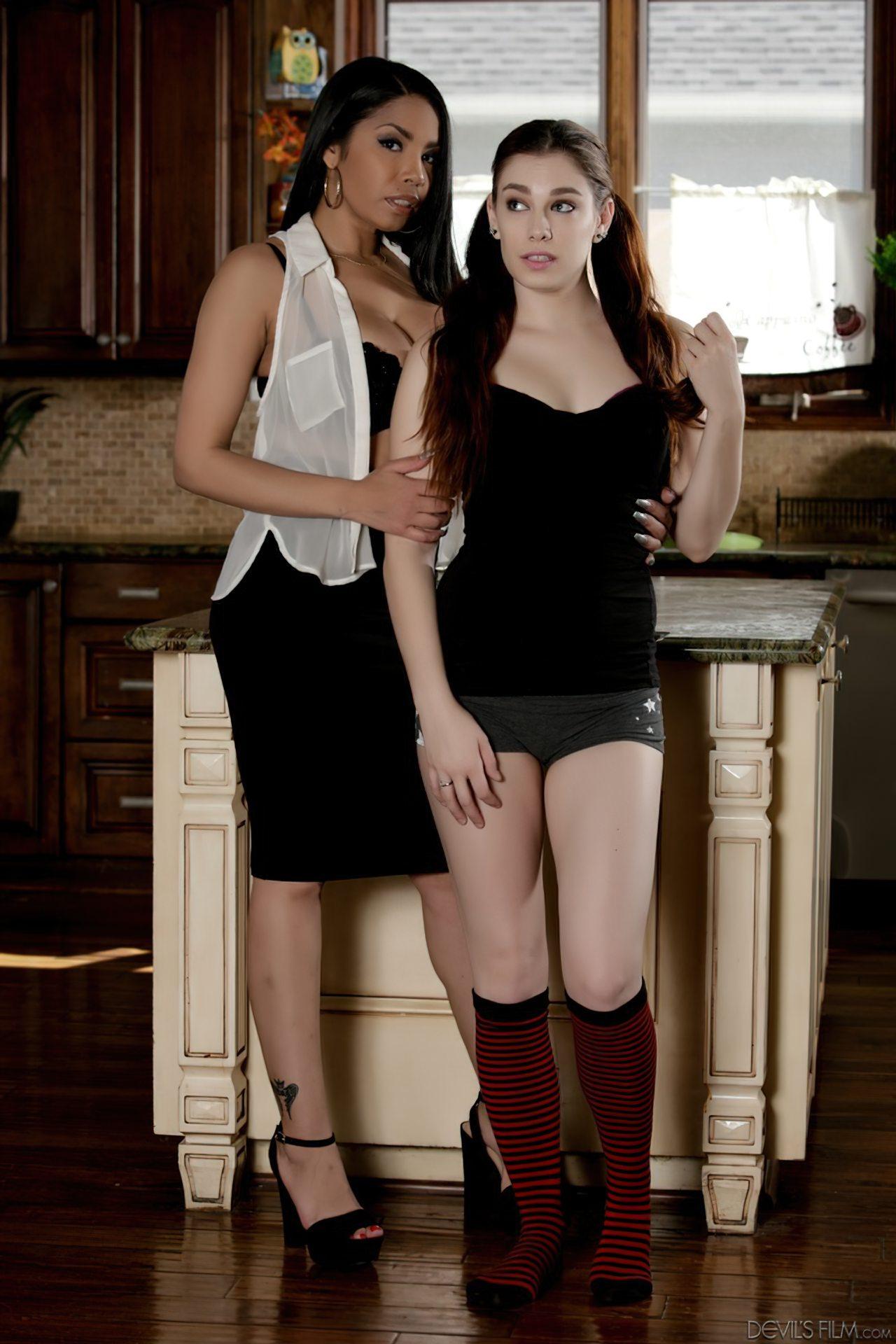 Duas Mulheres Lésbicas (1)