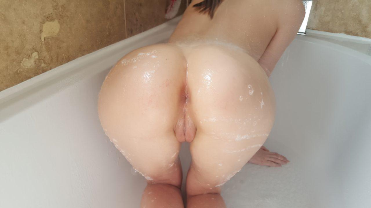 Amadora Tomando Banho (1)