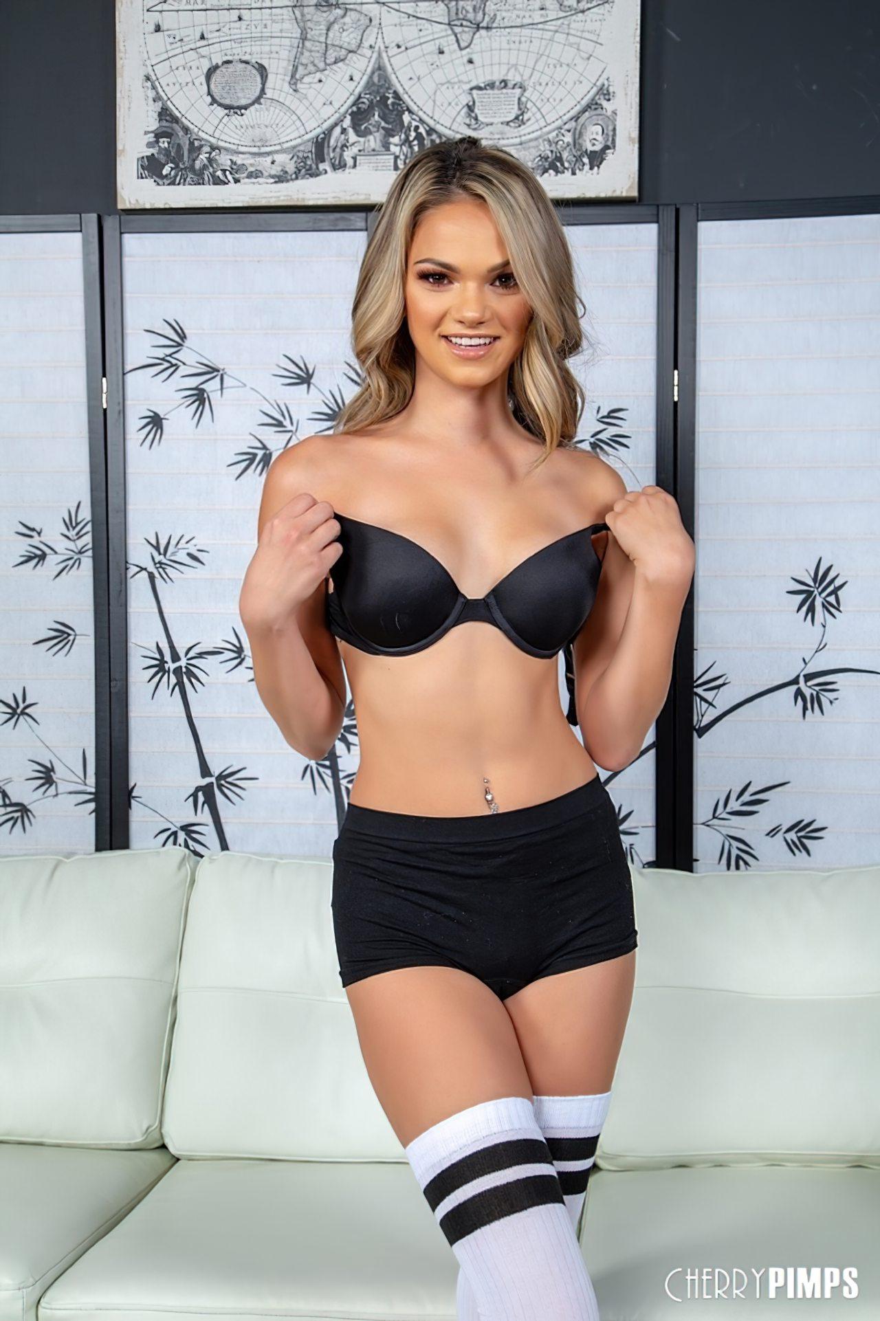 Athena Faris Sexo (1)